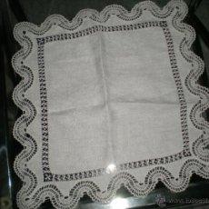 Antigüedades: PRECIOSO TAPETE CON ENCAJE DE BOLILLO. Lote 41759554