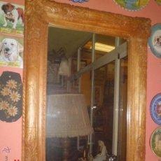 Antigüedades: ESPEJO CON MARCO DE MADERA TALLADA Y UNAS MEDIDAS DE 99 X 72 CM. . Lote 41142332