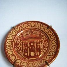 Antigüedades: PLATO ANTIGUO CON ESCUDO - REFLEJOS COLOR COBRIZO - MANISES ? - MUY BONITO. Lote 57324179