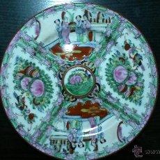 Antigüedades: PLATO DE PORCELANA. PINTADO A MANO CON ESCENAS TÍPICAS JAPONESAS.. Lote 41773657