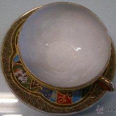 Antigüedades: JUEGO DE PLATO CON TASA DE PORCELANA MUY FINA ANTIGUA. PINTADA A MANO CON PAN DE ORO.. Lote 41853469