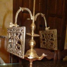 Antigüedades: PRECIOSO CANDELABRO ANTIGUO EN BRONCE. Lote 41934959