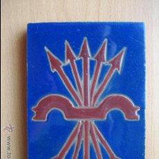 Antigüedades: AZULEJO CON ESCUDO DE FALANGE - CERAMICA SANTA ANA- TRIANA - SEVILLA. Lote 36262035