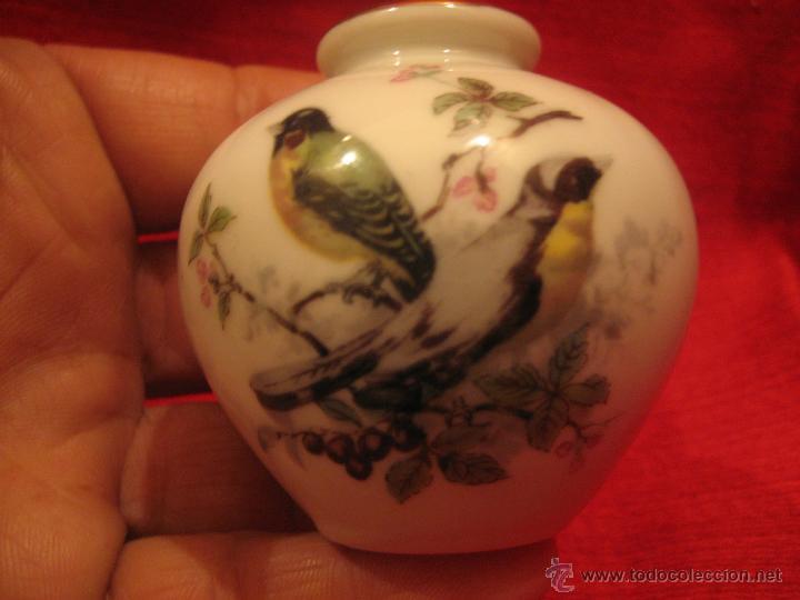 PEQUEÑO JARRÓN DE PORCELANA JAPONÉS (Antigüedades - Porcelana y Cerámica - Japón)