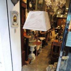Antigüedades: LAMPARA DE SUELO DE HIERRO OXIDO CON BANDEJA MOVIL. Lote 42063295