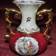 Antigüedades: JARRÓN EN PORCELANA POLICROMADA DE LIMOGES. CIRCA 1930-1940. Lote 42071136