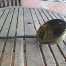 Antigüedades: MUY ANTIGUO CAZO EN COBRE O METAL MANGO DE HIERRO . Lote 42082503