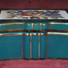 Antigüedades: CAJITA EN PORCELANA PINTADA DEL SIGLO XIX CON MARCAS EN LA BASE. Lote 42104776