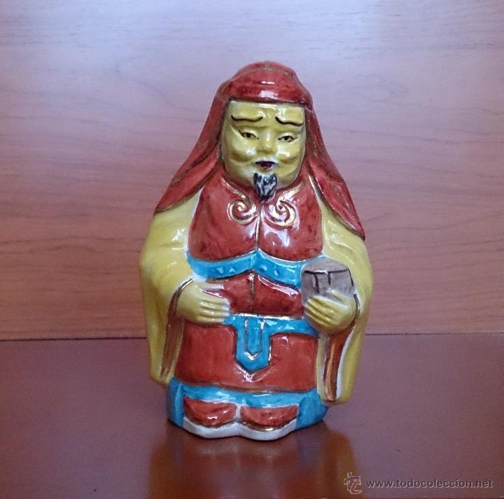 Antigüedades: Antigua figura de guerrero Japonés en porcelana, policromada a mano . - Foto 7 - 42166630