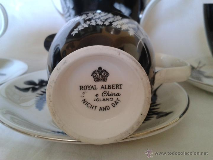 Antigüedades: INTERESANTE TETERA - CAFETERA. ROYAL ALBERT. BONE CHINA. NICHT AND DAY. NOCHE Y DIA. BLANCO Y NEGRO - Foto 4 - 42189062