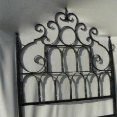 Antigüedades: CABEZAL DE CAMA DE HIERRO FORJADO. Lote 141451464