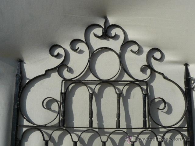 Antigüedades: CABEZAL DE CAMA DE HIERRO FORJADO - Foto 2 - 141451464