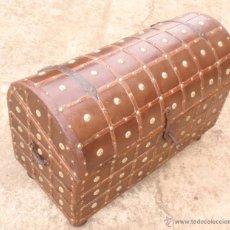 Antigüedades: BAÚL - COFRE ANTIGUO. MEDIDA 70,5 CM X 47 CM X24 CM. Lote 42217665