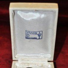 Antigüedades: CRUZ EN PLATA DEL ORFEBRE CATALÁN SUNYER CON SU ESTUCHE ORIGINAL. Lote 42227827