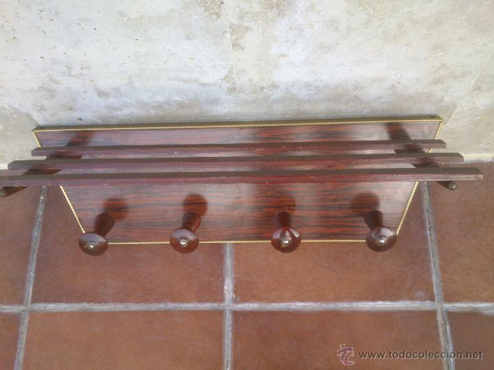Antigüedades: ANTIGUO PERCHERO SOMBRERERO DE COLGAR CON 4 COLGADORES SOBRE MADERA - Foto 2 - 42231475