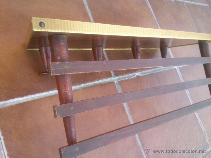 Antigüedades: ANTIGUO PERCHERO SOMBRERERO DE COLGAR CON 4 COLGADORES SOBRE MADERA - Foto 3 - 42231475