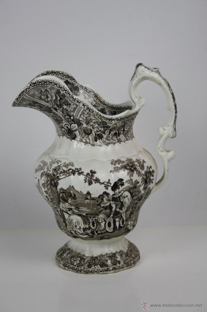 GRAN JARRA EN LOZA TIPO CARTAGENA, DE ESTILO BARROCO, PROFUSAMENTE DECORADA (Antigüedades - Porcelanas y Cerámicas - Cartagena)