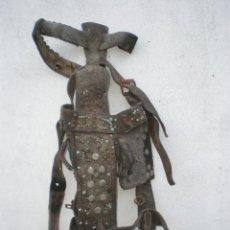 Antigüedades: CABEZADA DE CUERO CON ANTEOJERAS PARA MULO O CABALLO, CLAVETEADA. Lote 42240563