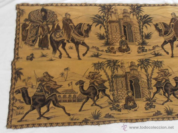 TAPIZ ANTIGUO EN DOS COLORES (Antigüedades - Hogar y Decoración - Tapices Antiguos)
