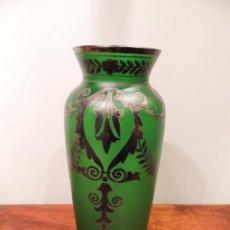 Antigüedades: PRECIOSO JARRON VERDE CON ADORNOS EN PLATA. Lote 42285279