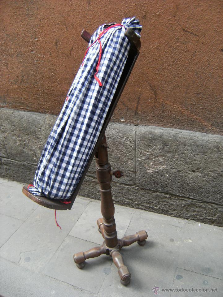PUNTA DE COJÍN Y SOPORTE (Antigüedades - Moda - Otros)