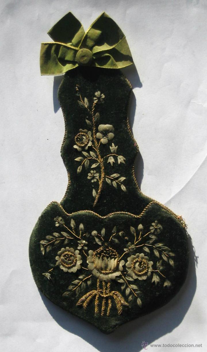 ANTIGUO PORTA-RELOJ DE MESILLA (Antigüedades - Moda - Bordados)