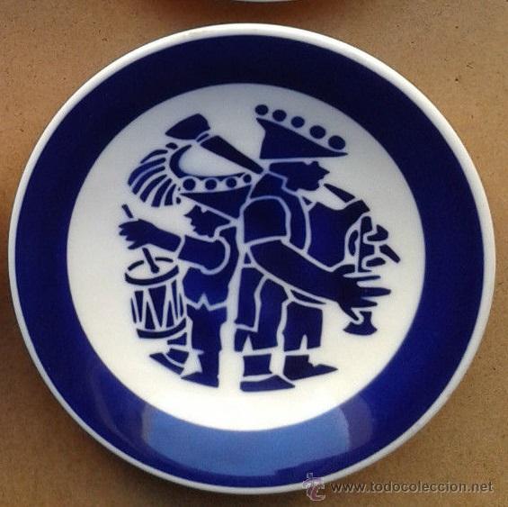 PLATO TEMA BANDA DE MUSICA REGIONAL GALICIA EN PORCELANA DE SARGADELOS (Antigüedades - Porcelanas y Cerámicas - Sargadelos)