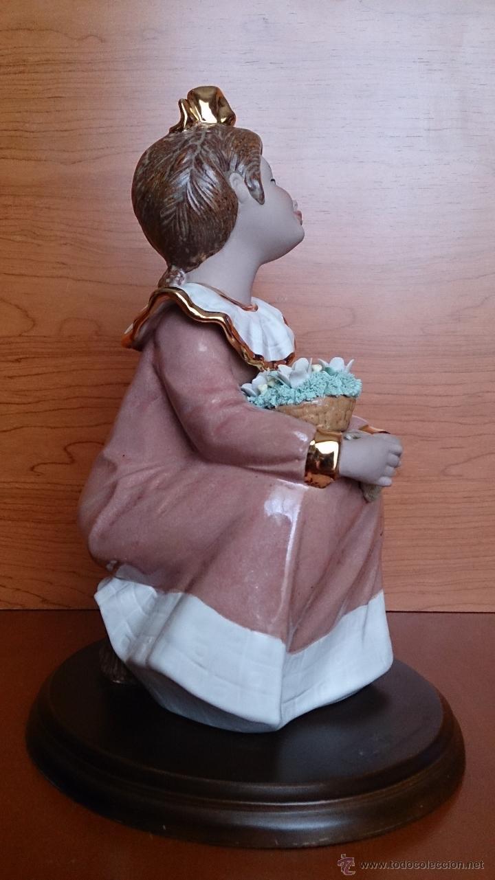 Antigüedades: Bonita figura de niña con cesta de flores en porcelana gres de la marca TENGRA sobre peana de madera - Foto 10 - 42360119