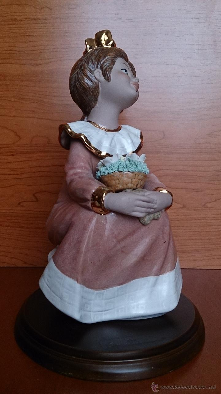 Antigüedades: Bonita figura de niña con cesta de flores en porcelana gres de la marca TENGRA sobre peana de madera - Foto 11 - 42360119