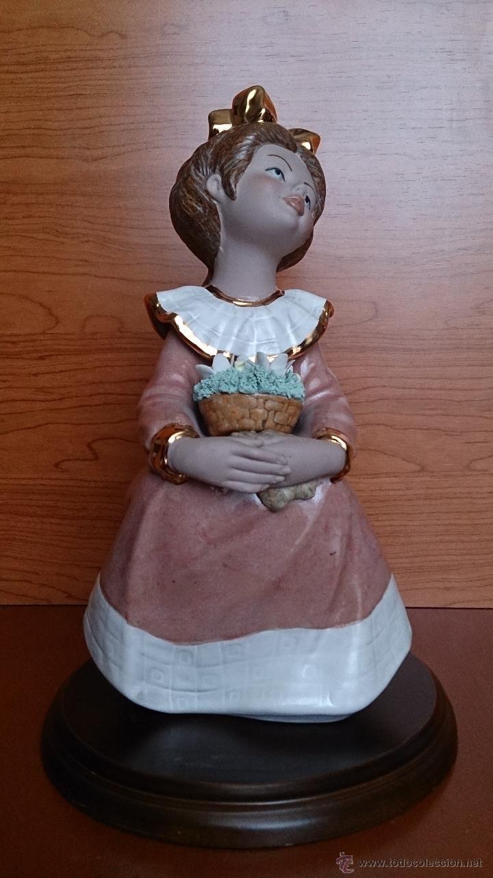 Antigüedades: Bonita figura de niña con cesta de flores en porcelana gres de la marca TENGRA sobre peana de madera - Foto 12 - 42360119
