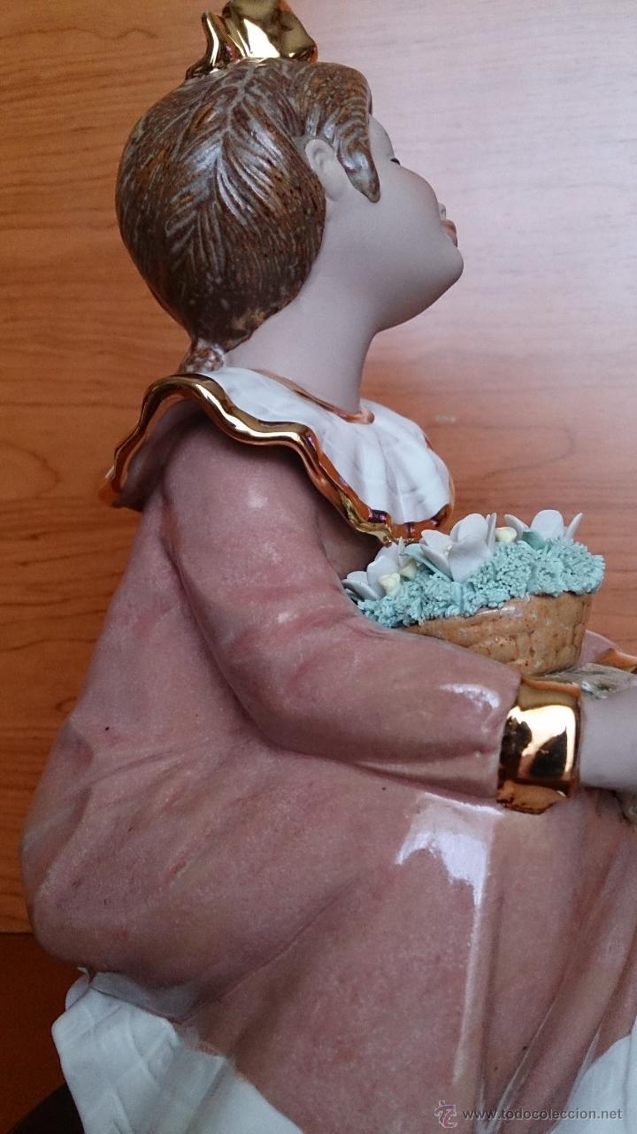 Antigüedades: Bonita figura de niña con cesta de flores en porcelana gres de la marca TENGRA sobre peana de madera - Foto 16 - 42360119