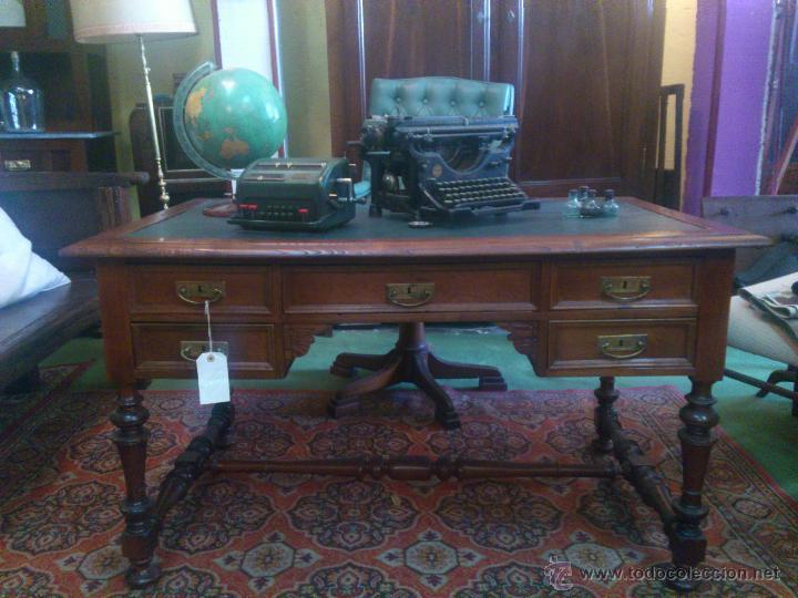 MESA DE CASTAÑO EN TAPA DE PIEL (Antigüedades - Muebles Antiguos - Mesas de Despacho Antiguos)