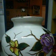 Antigüedades: ESPECTACULAR JARRÓN DE PORCELANA. PINTADO A MANO CON PAN DE ORO. . Lote 42376923