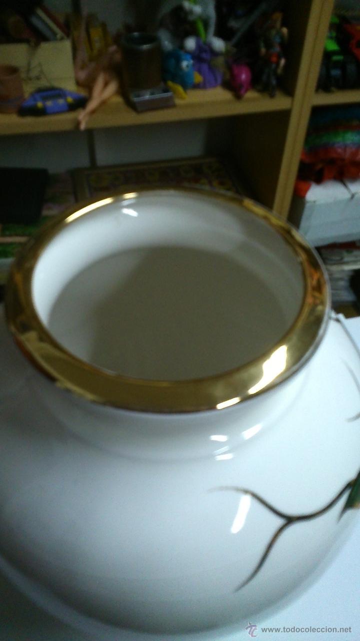 Antigüedades: Espectacular jarrón de porcelana. Pintado a mano con pan de oro. - Foto 2 - 42376923