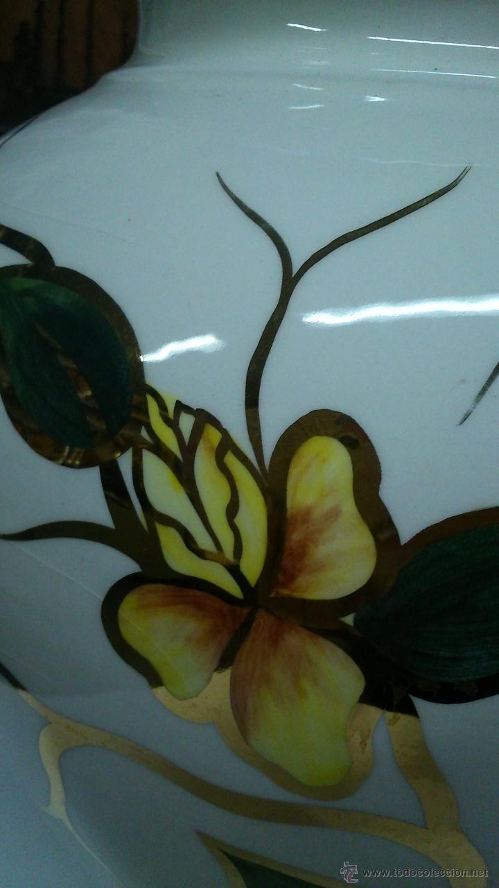 Antigüedades: Espectacular jarrón de porcelana. Pintado a mano con pan de oro. - Foto 6 - 42376923