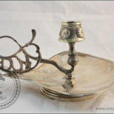 Antigüedades: ANTIGUO CANDELABRO DE METAL PLATEADO DE MENESES - SELLO EN LA PIEZA - MEDIDAS 17,5 X 16,5 X 8,5 CM. Lote 42381140