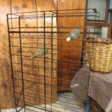 Antigüedades: ÁNTIGUO BOTELLERO DE HIERRO PARA 112 BOTELLAS. Lote 42424702