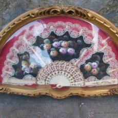 Antigüedades: ABANIQUERA DE PLASTICO CON ABANICO. Lote 42456366