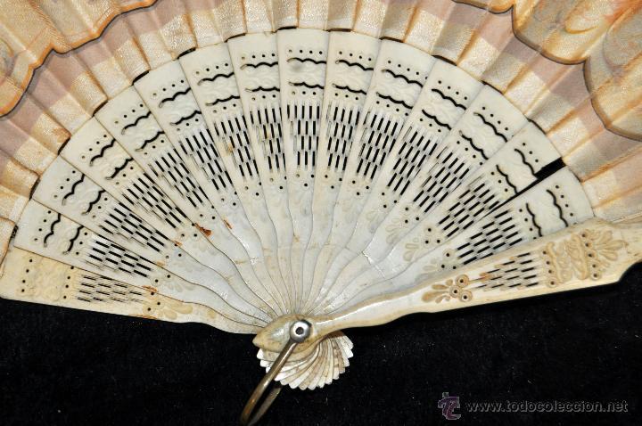 Antigüedades: ABANICO DEL SIGLO XIX CON PAÍS PINTADO SOBRE SEDA Y VARILLAJE EN HUESO - Foto 2 - 42481174