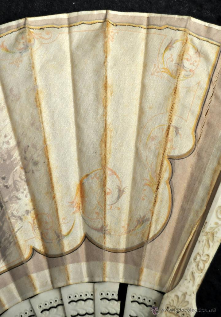 Antigüedades: ABANICO DEL SIGLO XIX CON PAÍS PINTADO SOBRE SEDA Y VARILLAJE EN HUESO - Foto 3 - 42481174