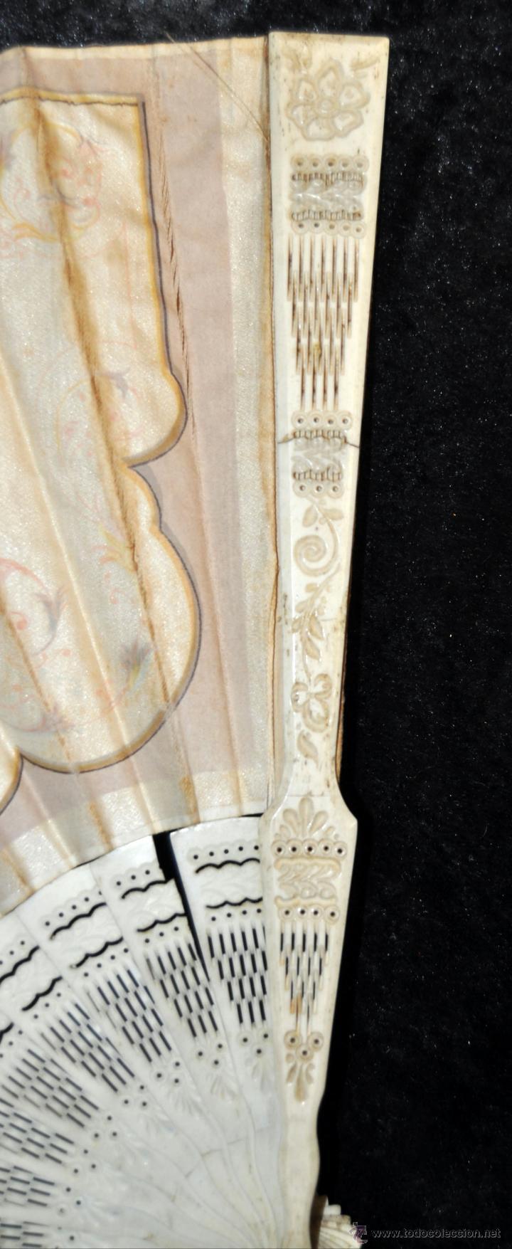 Antigüedades: ABANICO DEL SIGLO XIX CON PAÍS PINTADO SOBRE SEDA Y VARILLAJE EN HUESO - Foto 8 - 42481174