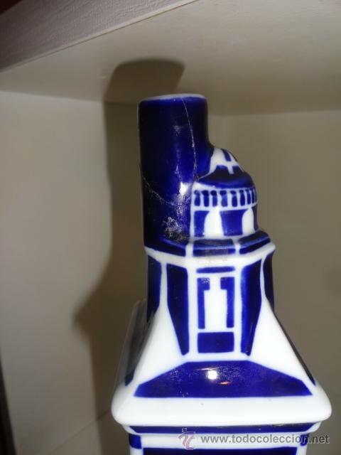 Antigüedades: Sargadelos botella en peana torre de hércules coruña Botella vacía de porcelana de Sargadelos - Foto 2 - 42488315