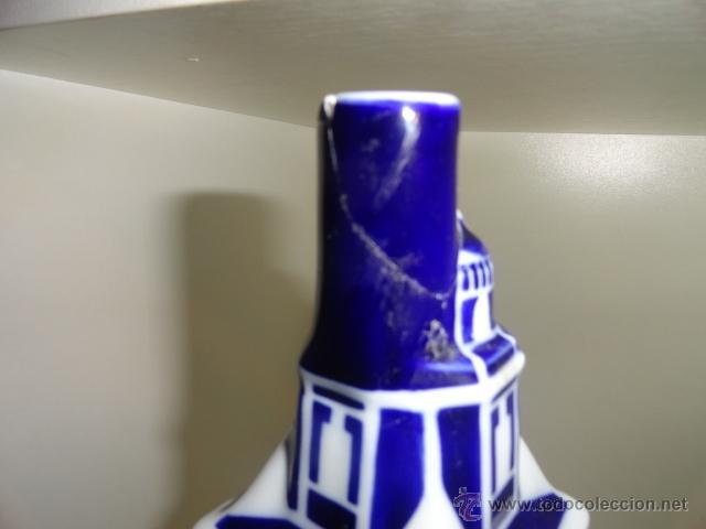 Antigüedades: Sargadelos botella en peana torre de hércules coruña Botella vacía de porcelana de Sargadelos - Foto 3 - 42488315