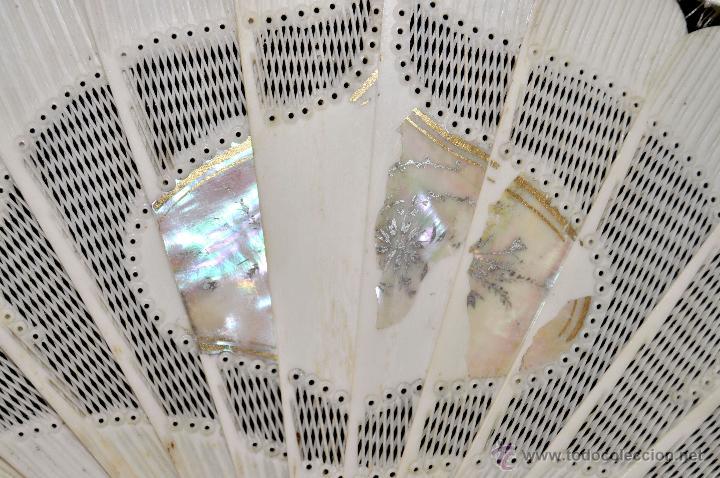 Antigüedades: ANTIGUO ABANICO DE PRINC.DE FINALES DEL SIGLO XIX CON PAIS PINTADO SOBRE SEDA Y VARILLAJE EN HUESO - Foto 3 - 42507434
