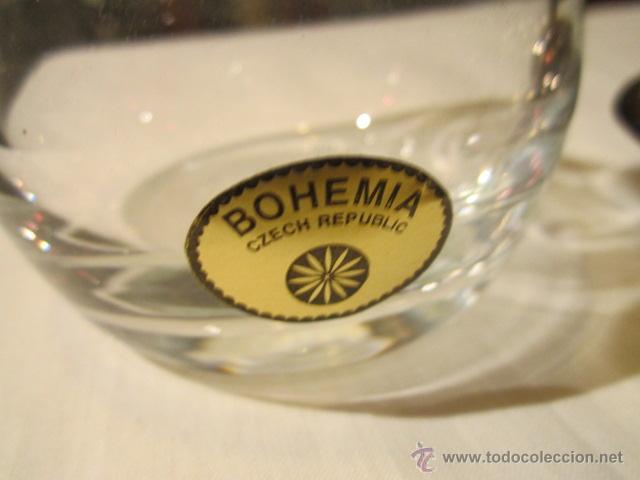 Antigüedades: Antiguas aceitera y vinagrera en cristal de Bohemia con bandeja de alpaca. Altura jarritas: 15 cms. - Foto 5 - 42513441