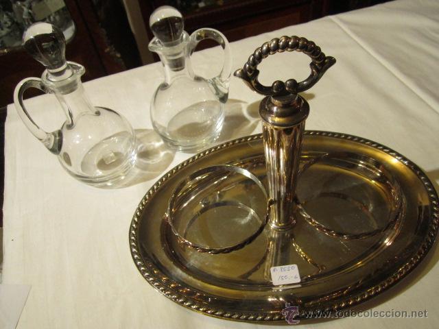 Antigüedades: Antiguas aceitera y vinagrera en cristal de Bohemia con bandeja de alpaca. Altura jarritas: 15 cms. - Foto 6 - 42513441