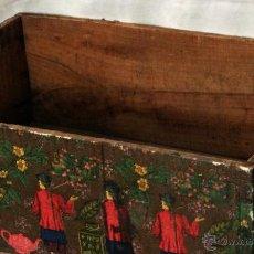 Antigüedades: ANTIGUA CAJA DECORADA AL ESTILO ANTIGUO, RECOLECCIÓN DEL TÉ VERDE.. Lote 42514470