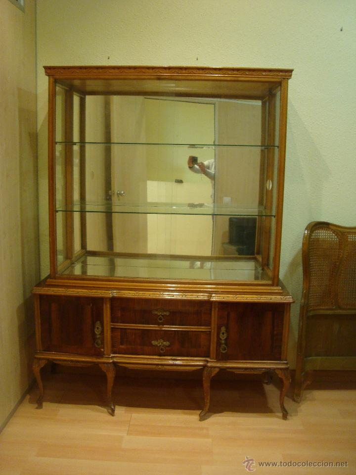 Antigua vitrina de madera maciza para restaura comprar for Restaurar muebles antiguos