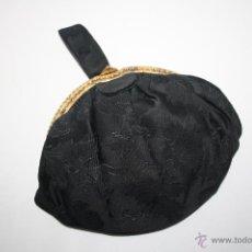 Antigüedades: BOLSITO DE MANO EN SEDA CON BOCA EN METAL DORADO Y BOLSILLO INTERIOR - AÑOS 30/40. Lote 42585695