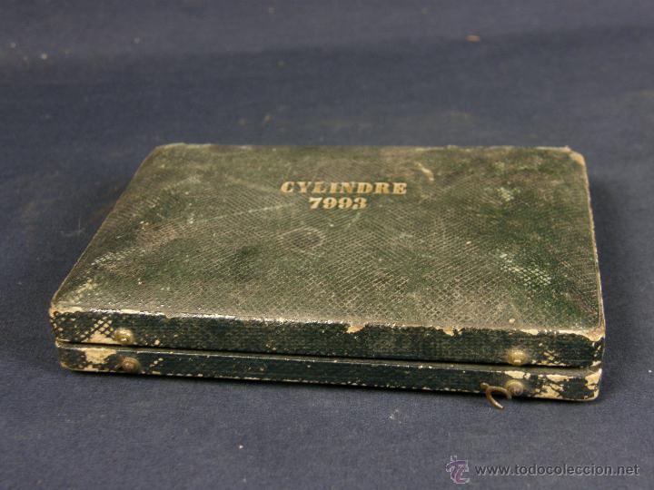 CAJA DE PIEL PARA RELOJES CYLINDRE 7993 IMPRESO Y DORADO EN PIEL TAPA 2 COMPARTIMENTOS INTERIORES (Antigüedades - Hogar y Decoración - Cajas Antiguas)